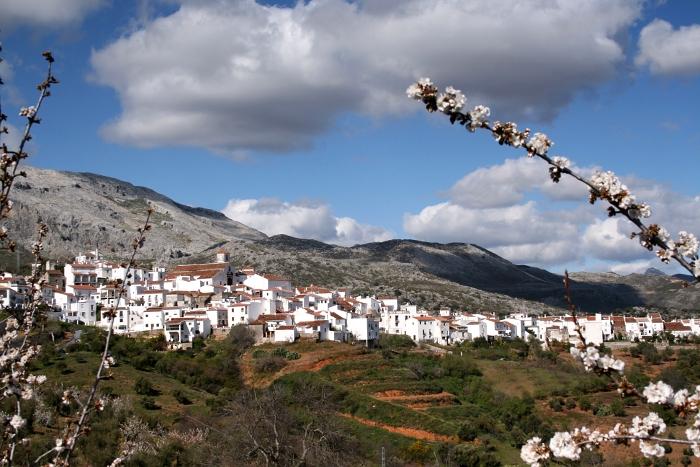 Cartajima – białe miasteczko w środku gór