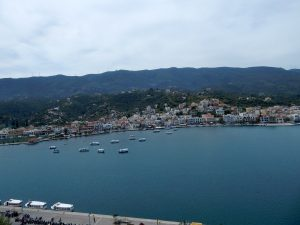 Widok z Poros na Peloponez